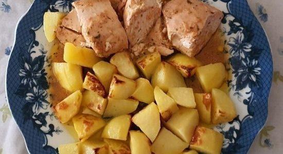 Pechuga de Pollo Asado con Patatas al Horno.